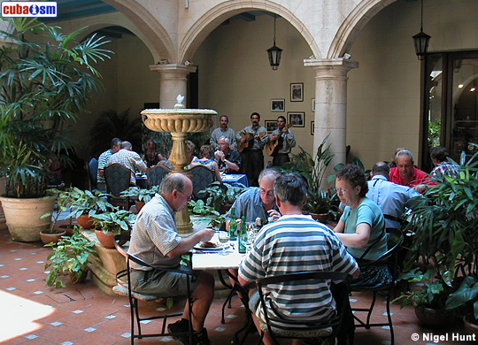 Hotel Santa Isabel, Lunch at Courtyard